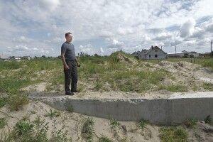 Почали і кинули: у Стобихівці на будівництві багатостраждальної школи фундамент заріс травою