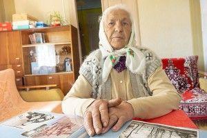 За 65 років у селі Василівна стала справді народною дохторкою
