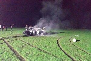 На Рівненщині посеред футбольного поля згоріла іномарка