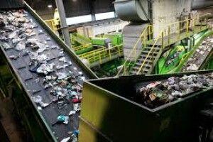 Цемент, овочі та квіти: на що може згодитися волинське сміття