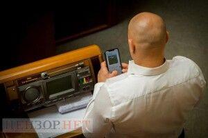 Дмитра Киву знову «застукали» в сесійній залі: переписувався з «Яною Блядинською» (Фото)