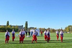 На новому футбольному полі у Ковелі танцювали козаки