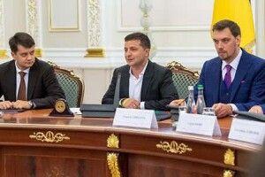 Українці почали гірше ставитися до Зеленського, Гончарука і Разумкова