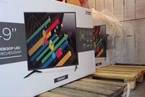 У маневицькі школи розвозять новенькі плазмові телевізори