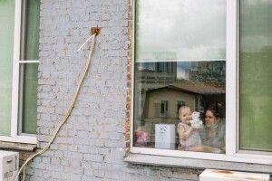 Соня дивиться на вулицю і хоче до дітей: як онкохворі проводять дитинство в ізоляції