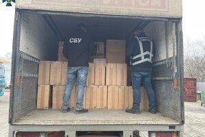 На Волині затримали вантажівку, яка нелегально везла за кордон 25 тисяч пачок цигарок