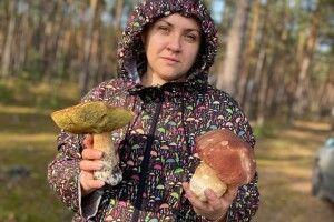 Волинянка виклала фото грибів, якими можна відбитися від банди розбійників