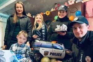 На день народження до юного волинянина приїхали поліцейські (Фото)