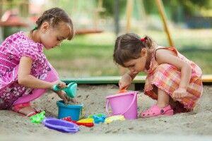 У луцькому дворі діти не мають де гратися. Владу просять звернути увагу