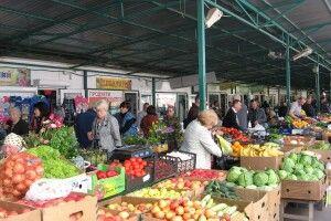 Кабмін дозволив відновити торгівлю продуктами на «Варшавці» та інших ринках Луцька