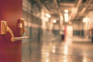 Чому пацієнтів з коронавірусом у важкому стані везуть до заповнених лікарень