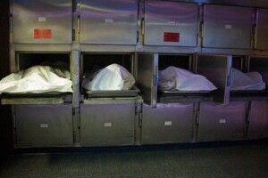 Скандал у моргу: тіла померлих від коронавірусу скидають на підлогу