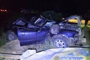 На Рівненщині серед ночі 23-річний водій врізався в паркан і загинув (Фото)