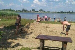Провели благоустрій пляжу на озері Серех