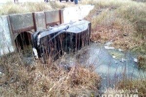 У Рокитному молодик з великого переляку викрав «BMW-530» і втопив автівку в сільській канаві