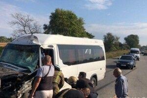 Маршрутка Дніпро– Кам'янськезіткнулася з мікроавтобусом: 10 постраждалих (фото, відео)