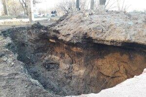 У Луцьку під час ремонтних робіт викопали надгробки (Фото)