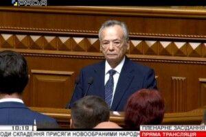 Найстарший депутат прочитав текст присяги, а журналістів не пускають в кулуари