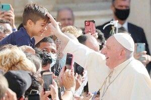 Папа Римський публічно зняв захисну маску і заявив, кому вигідна пандемія