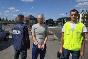 Волинські поліцейські видворили з України іноземця-злочинця