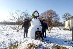 На Волині зліпили снігову бабу, всім сніговим бабам – снігову бабу
