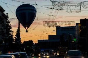 Над Луцьком літали велетенські кулі! (фото)