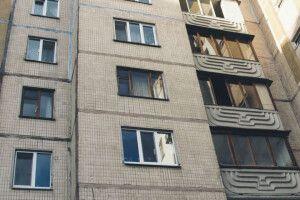 Чоловік хотів вистрибнути з вікна багатоповерхівки (Відео)