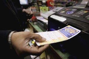 Жінка тижнями носила виграшний лотерейний квиток на 33 мільйони євро і не підозрювала про це
