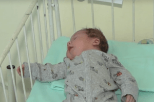Жінка, яка за 400 тисяч хотіла продати свого малюка, постане перед судом