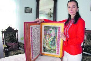 Письменниця і журналістка упродовж двох літ вишила 68560 слів та знаків