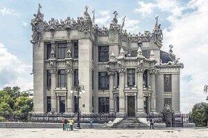 Ічерез 118років його Будинок ізхимерами манить досебе туристів зусього світу