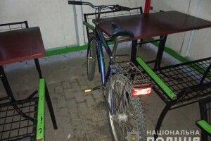 Дубнівський злодій забув велосипед біля піцерії, яку обікрав