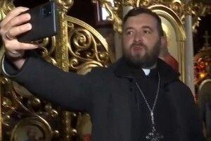 Священник став зіркою YouTube. Його відео для віруючих набирають десятки тисяч переглядів