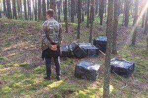 На Волині прикордонники зірвали плани контрабандиста переправити через річку Західний Буг 24 ящики сигарет