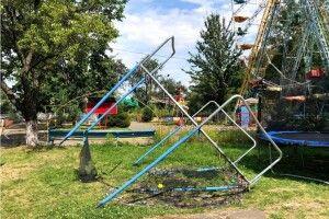 На Волині вандали понищили містечко атракціонів, спалили батут  (Відео, фото)