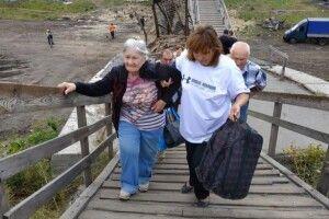 На мосту в Станиці Луганській запрацювала група соціальної допомоги