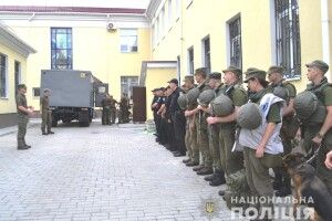 Рівненські поліцейські вчилися затримувати втікачів з-під варти у суді