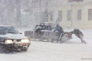 «Укравтодор» оголосив «жовтий рівень» загрози на дорогах через снігопади