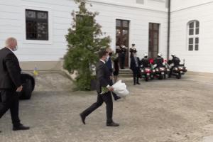 Який букет Зеленський подарував президентці Словаччини (Відео)