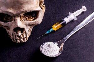 Злапали трьох костопільських наркозбувачів та наркобаронесу із Рівного (відео)