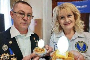 Щоб оголосити світові рекорди волинського Фаберже, експерти рахували тисячі дірок у яйцях… тиждень