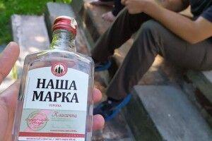 У Луцьку алкоголь продавали просто на дитячому майданчику