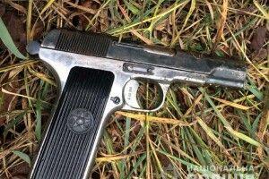 У Білій Криниці знайшли застреленим із пістолета 25-річного чоловіка