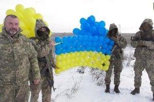 Над окупованим Донбасом замайорів синьо-жовтий прапор із повітряних кульок