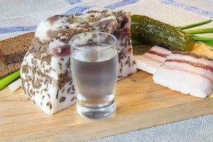 «Куме, цупте горілку – а я беру на себе ковбасу!»: двоє рівнян намагалися викрасти із супермаркету «випивон» із «закусоном»