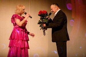 Чому заслужена артистка України Алла Опейда прилюдно вклонилася своїй мамі (Фото, відео)