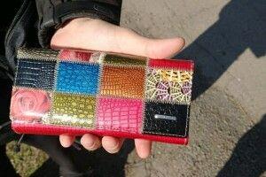Шукають Ірину, власницю гаманця з документами, який знайшли в луцькому парку (Фото)