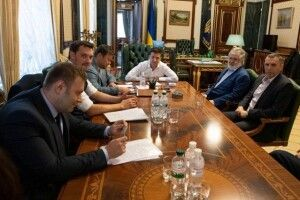 Коломойський готовий до розвороту України в бік Росії – New York Times