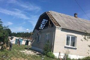 На Волині шалений вітер позривав дахи з людських хат, клубу і сільської ради (Фото. Відео)