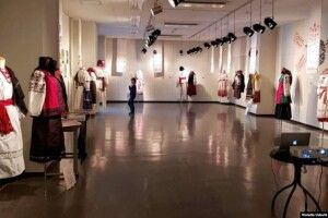 У Токіо відкрили виставку українського традиційного одягу (Фото)